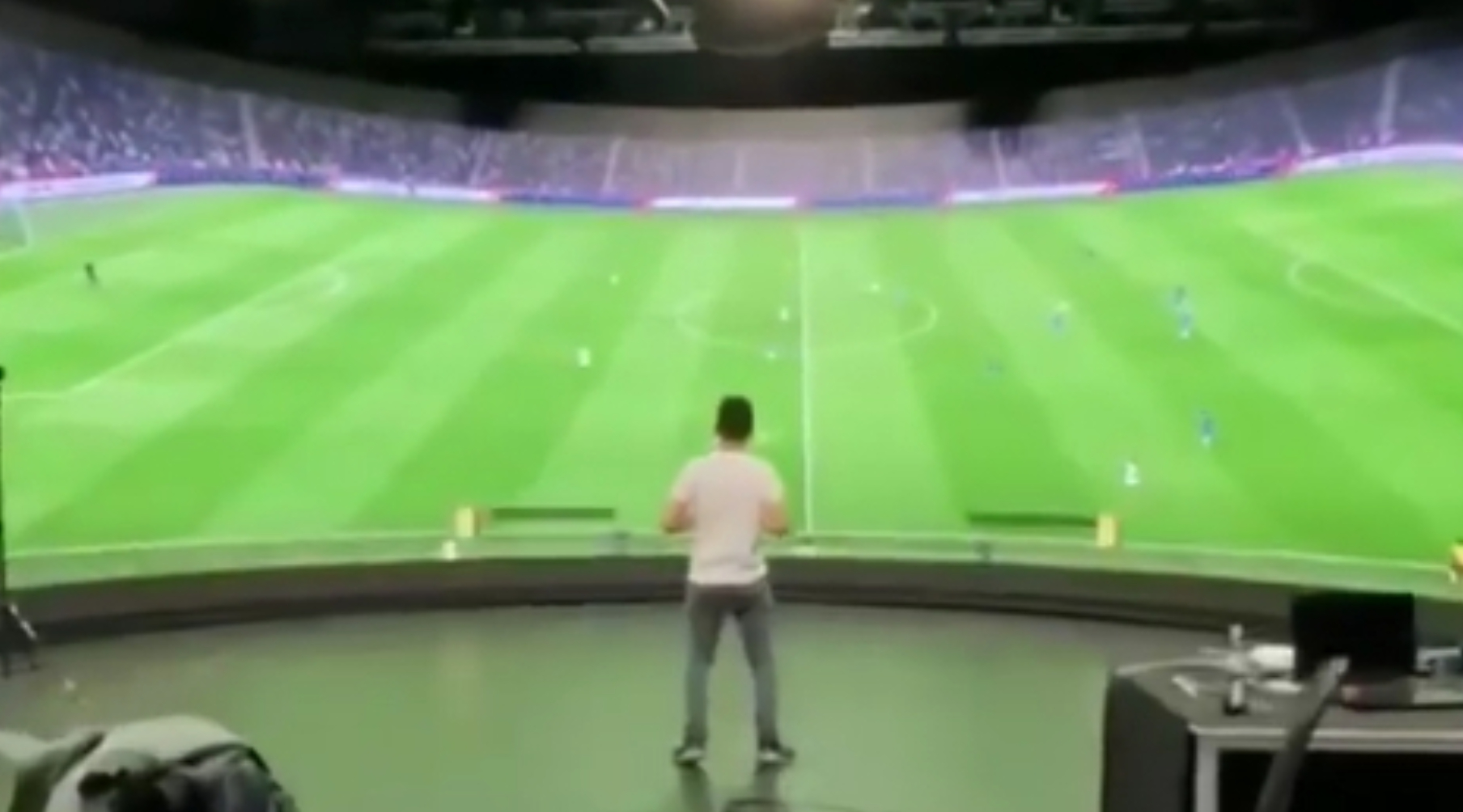 每个球迷的梦想,应该都是能在这么大的屏幕前看比赛吧-今球app官网